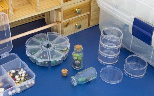Контейнери пластикові, колби скляні