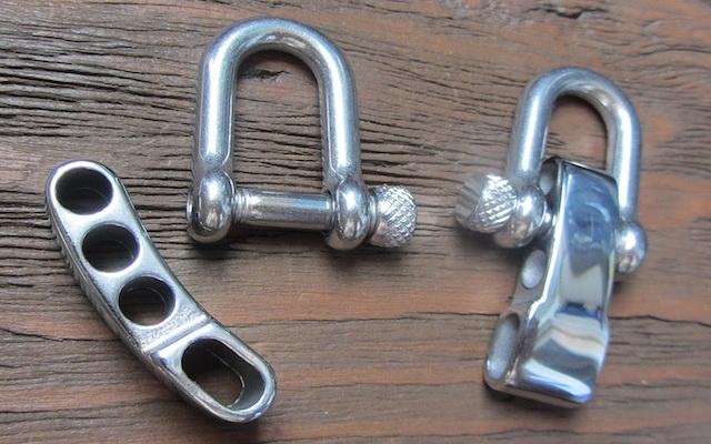 Пластикові та металеві застібки