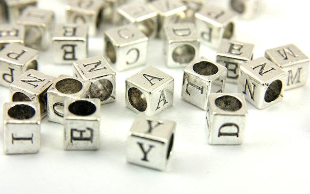 Намистини-літери