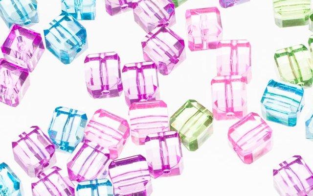 Пластикові намистини-кристали