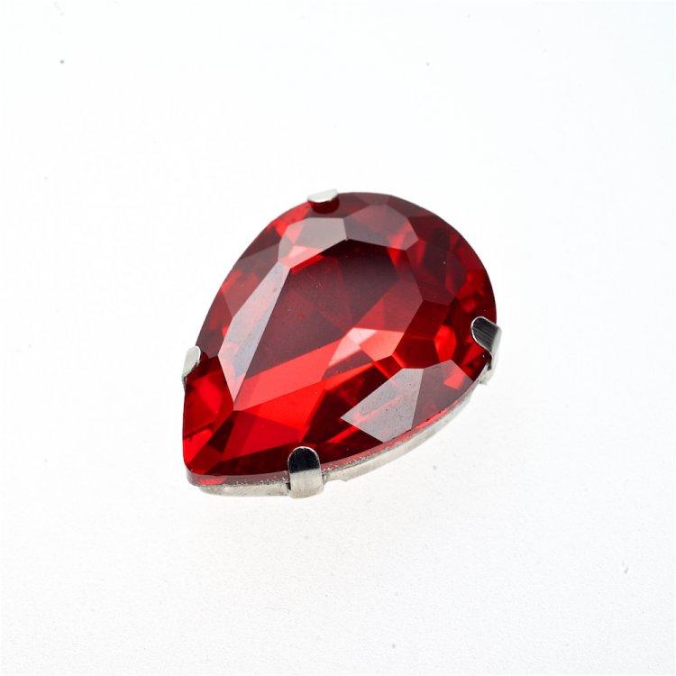 Стразы стеклянные в металлической оправе. Красный. Длина 25 мм, ширина 18 мм.