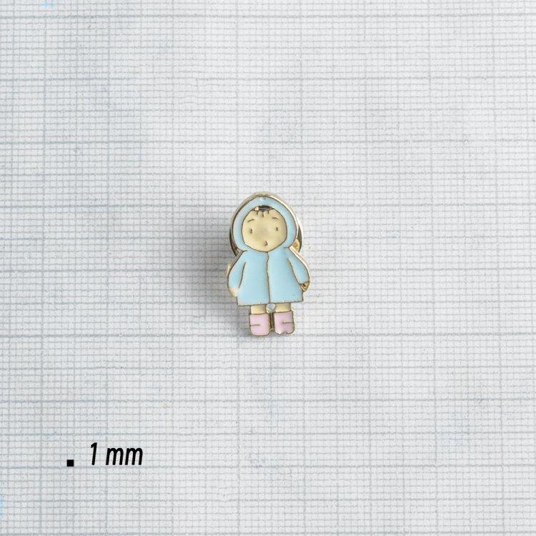 """Значок на пине металлический """"Малыш в голубой шубке"""""""