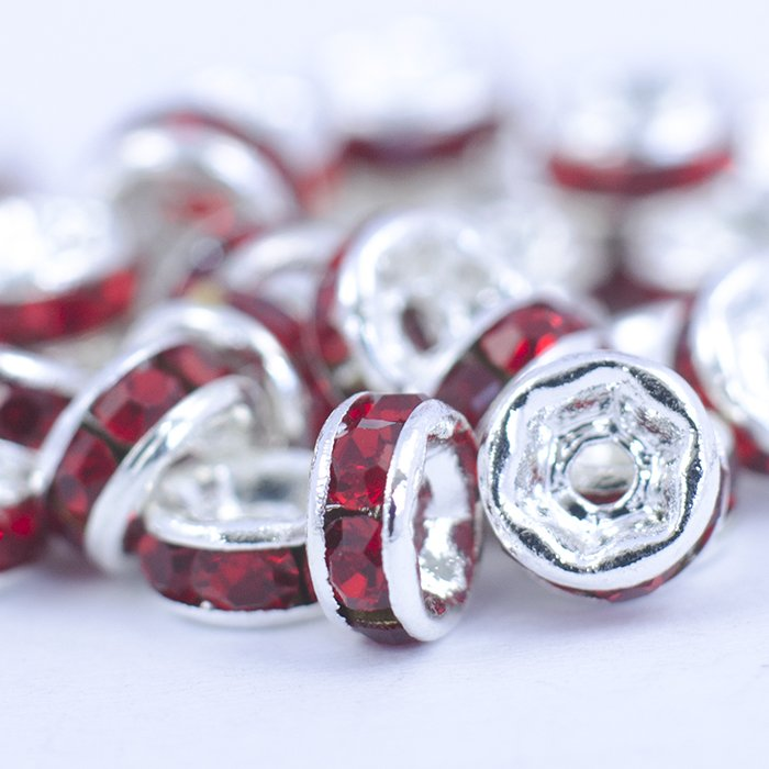 Pазделительная бусина рондела 5 мм серебристая с красными стразами