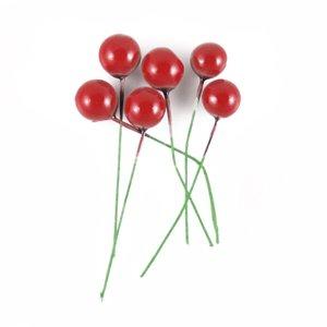 Декор Красные бусины на зелёной проволоке