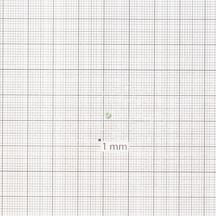 Бисер круглый, мелкий, салатовый, молочно-матовый. Калибр 12 (1,8 мм)