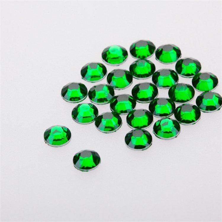 Стразы клеевые пластиковые в упаковке. Зеленый. Диаметр 6 мм.