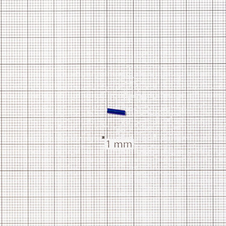 Бисер-стеклярус темно-синий 6 мм