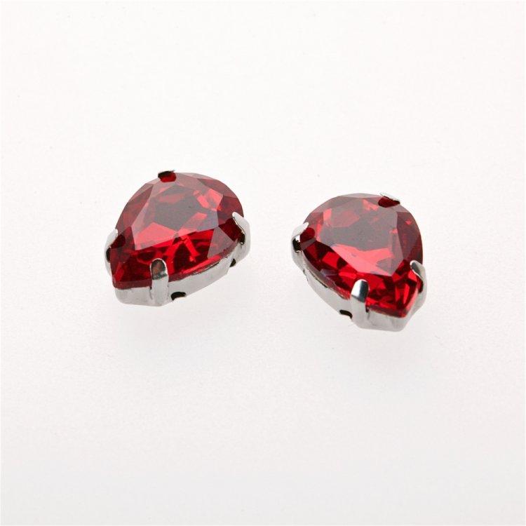 Стразы стеклянные в металлической оправе. Красный. Длина 14 мм, ширина 10 мм.