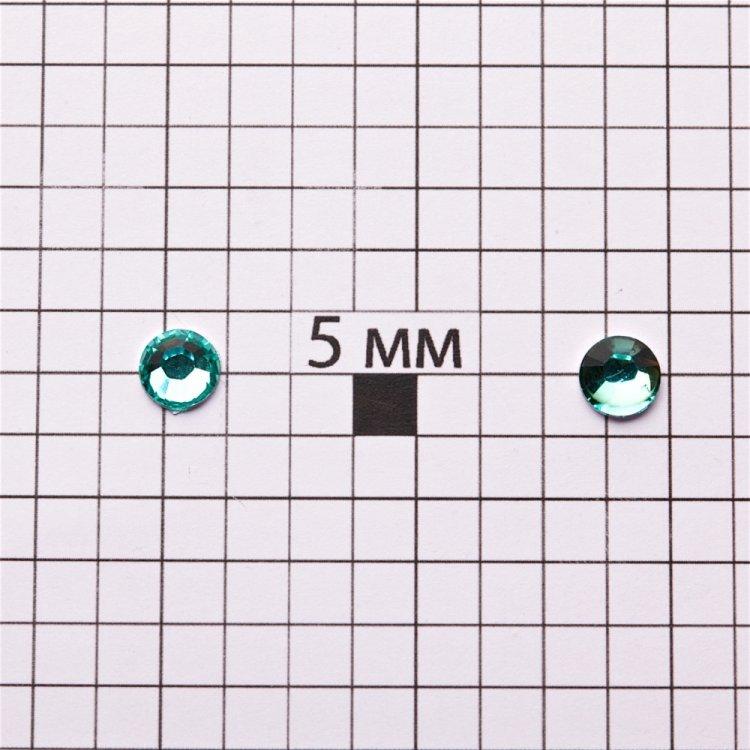 Стразы клеевые пластиковые в упаковке. Голубой. Диаметр 6 мм.
