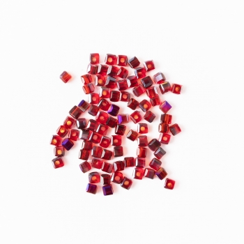 Хрустальная бусина в форме куба 2 мм красная