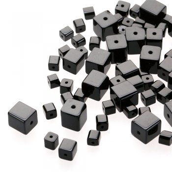 Куб 8 мм. Чешское одноцветное стекло черный квадрат