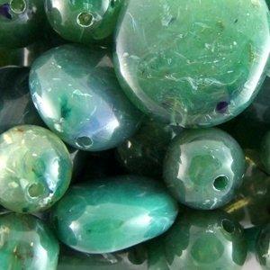 Шар большой. Пластик под камень прозрачный зеленый
