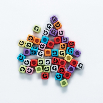 Пластикова намистина буква  G