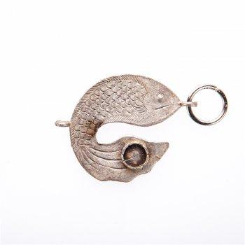 Красивый металлический кулон в форме рыбы