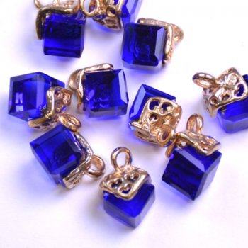 Подвеска стеклянная с синим камнем