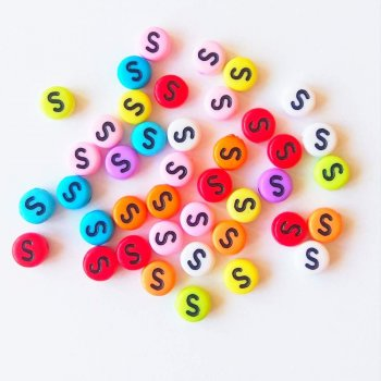 Пластиковая бусина-буква S