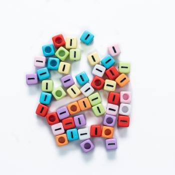 Пластикова намистина буква  I