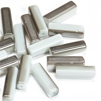 Бусина стеклянная серебристо-белая