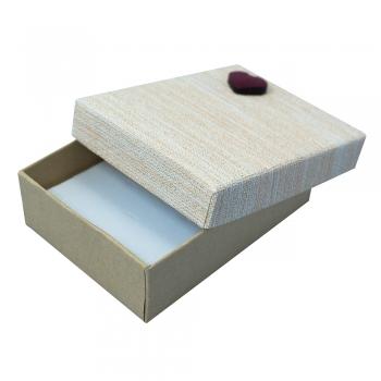 Коробочка картонная подарочная с сердцем