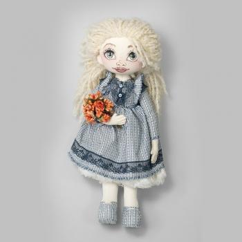 Текстильна лялька з помаранчевим букетом (ручна робота)